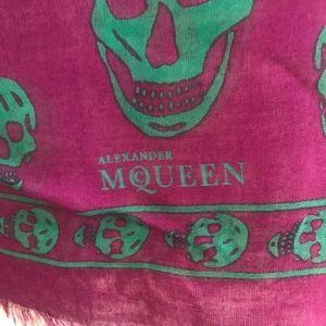 Alexander McQueen skull patterend scarf